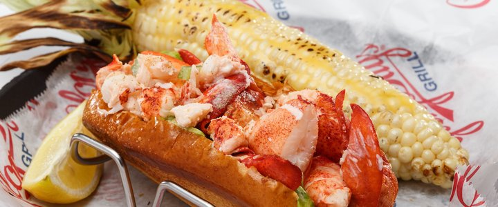 LOBSTER ROLL W/ GRILLED CORN
